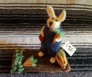 Felted-Art-Figure-Carrot-Farming-Rabbit